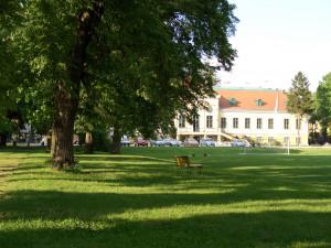 Grünflächen vor dem ÖJAB-Europahaus Dr. Bruno Buchwieser.