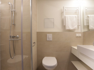 Bathroom at the ÖJAB-Haus Niederösterreich 1.