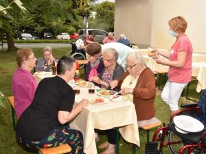 Beim Grillfest im Won- und Pflegeheim in Güssing.