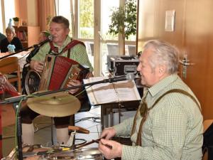 Musikalische Begleitung beim Faschingsfest des ÖJAB-Hauses St. Franziskus in Güssing durch Rudi und Franz.
