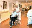 Das Ziel der neuen Lehrgänge der ÖJAB ist Pflegeassistenz – dringend gesucht, zukunftssicher (das Bild zeigt eine allgemeine Szene in einem ÖJAB-Pflegewohnhaus).