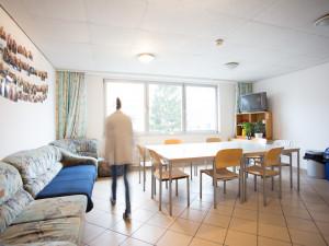 Gemeinschaftsküche mit Fernseher im ÖJAB-Haus Steiermark.