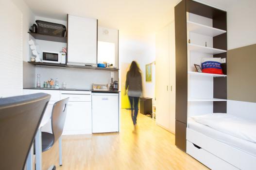 Einzelzimmer mit Kochnische im ÖJAB-Greenhouse.
