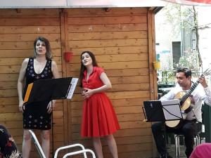 Drei MusikerInnen bei einem Gartenkonzert im ÖJAB-Haus Neumargareten im Juni 2021.