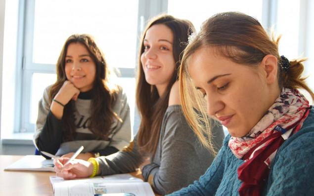Gruppenbild von SprachkursteilnehmerInnen.