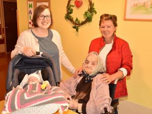 4 Generationen einer Familie auf einem Bild.