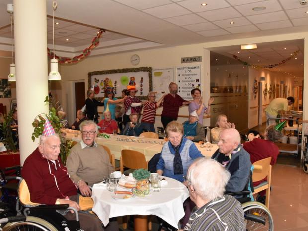 Faschingsfest mit BewohnerInnen und MitarbeiterInnen im ÖJAB-Haus St.Franziskus.