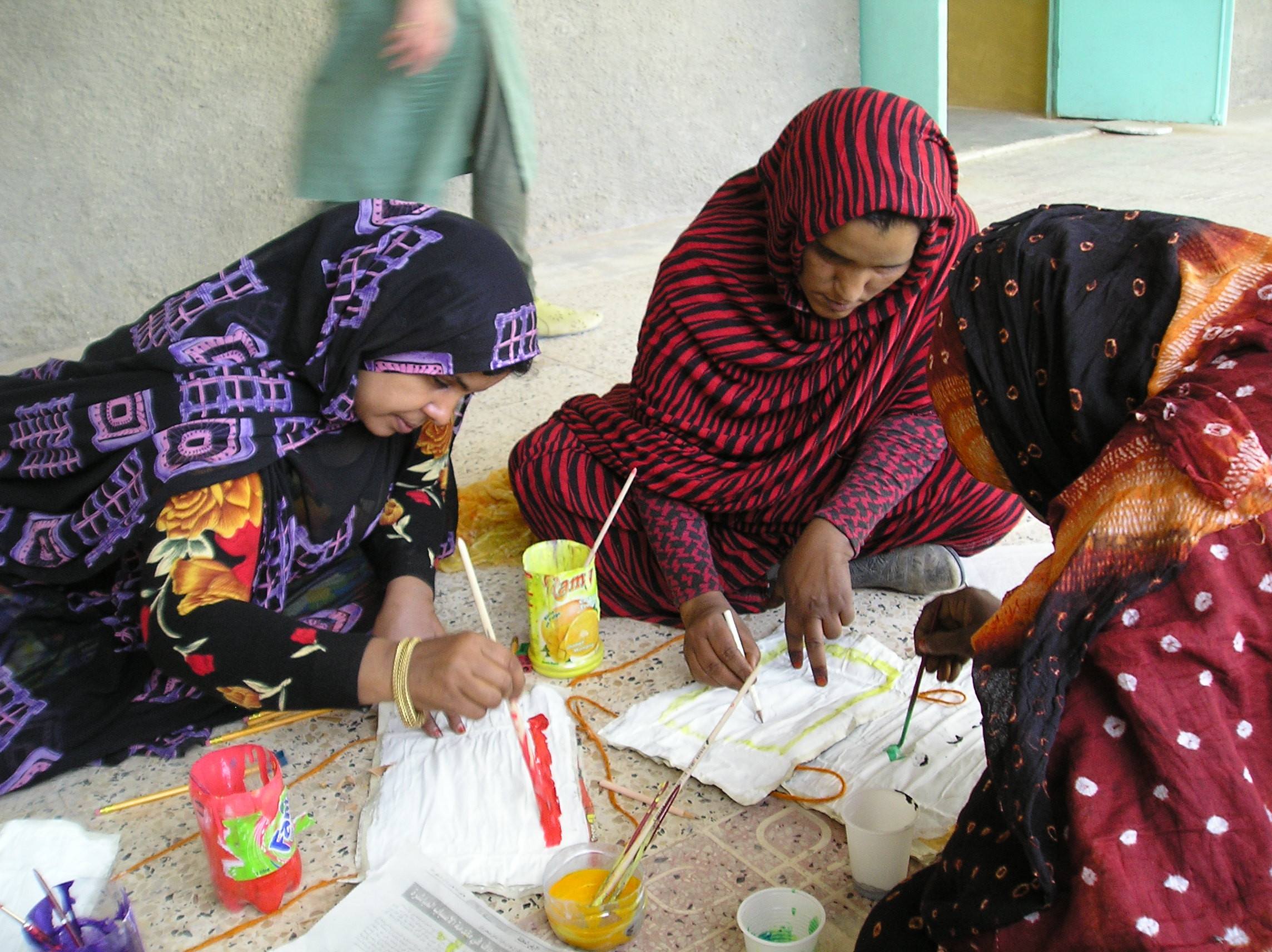 Three participants in the kindergarten teacher vocational training of the ÖJAB in Western Sahara.