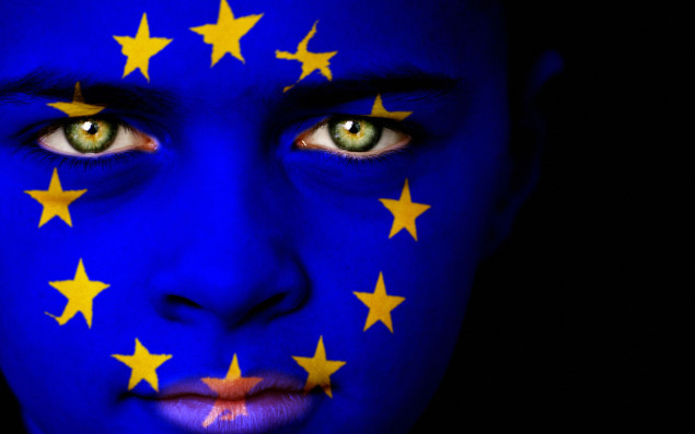 Symbolic image Child with European flag painted in the face (Photo: ©iStock.com/duncan1890)