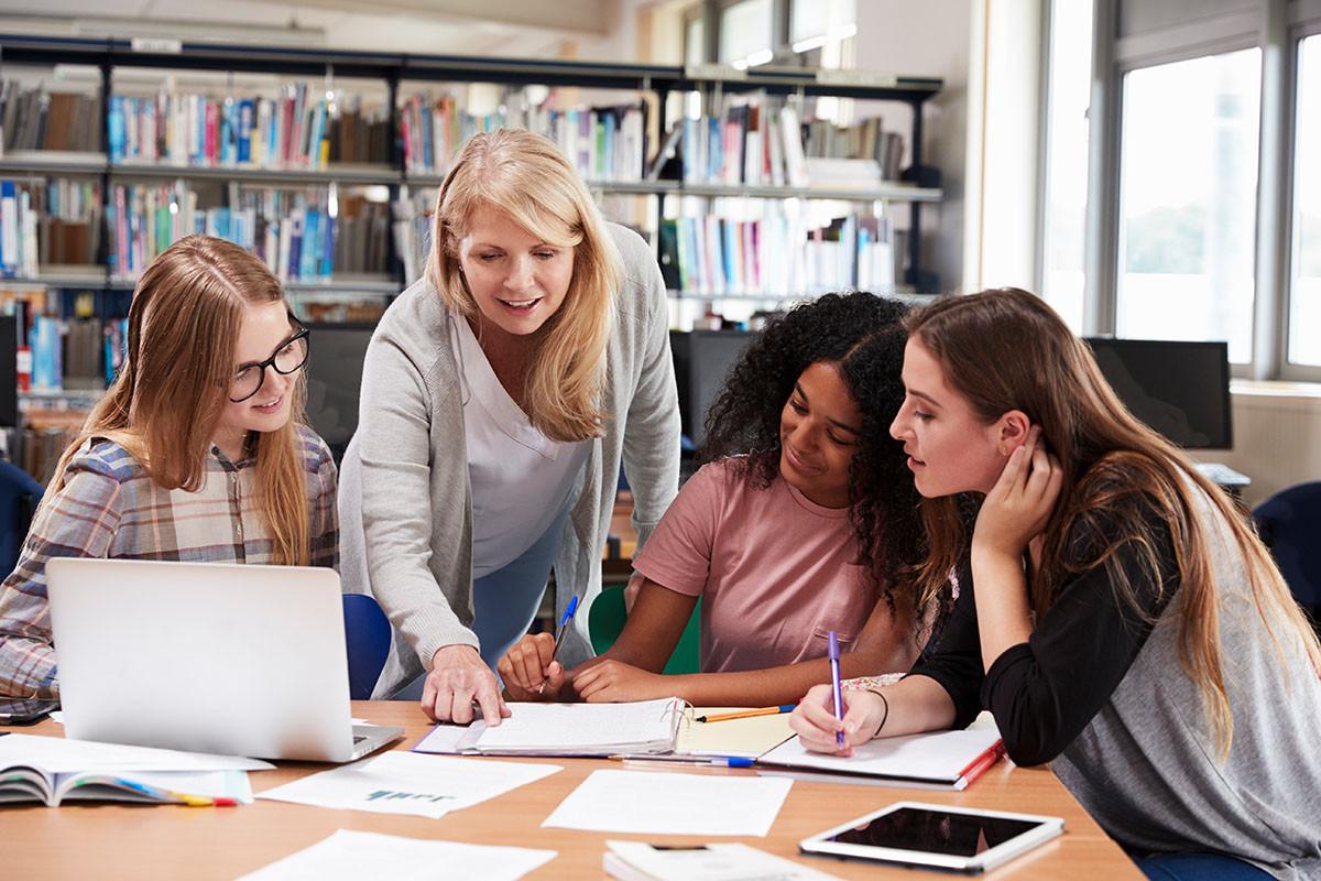 SET unterstützt junge Frauen auf ihrem Weg in die Berufswelt, vor allem für technische Berufe.
