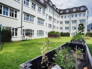 Garten des ÖJAB-Hauses Salzburg in Salzburg.