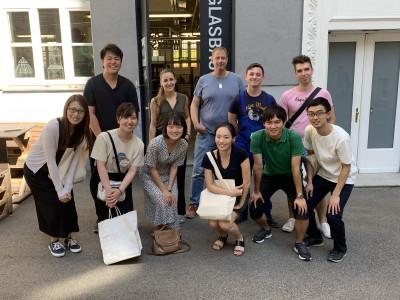 Gruppenfoto japanische ReiseteilnehmerInnen mit ÖJAB-MitarbeiterInnen. Foto: Yasuaki Kimoto.
