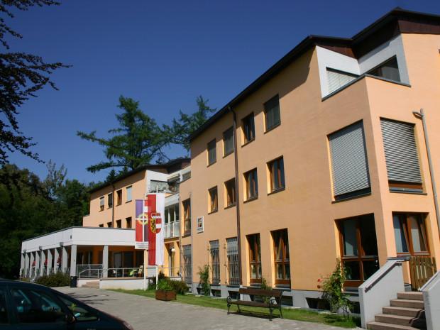 Outdoor shot of the SeniorInnenwohnanlage Aigen in Salzburg.