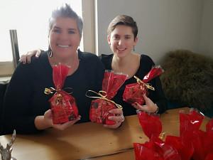 Lara Pirchner und Walpurga Pirchner mit Nikolaussackerl