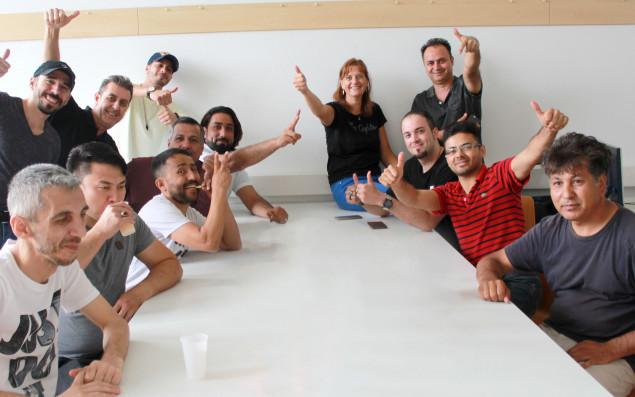 TeilnehmerInnen eines Kurses am BPI der ÖJAB beim gemütlichen Zusammensitzen.