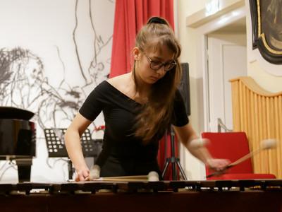 Es folgte ein ebenso außergewöhnlicher, wie spektakulärer Auftritt von der zweitplatzierten Kaja Wlostowska...