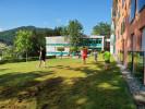 Junge wibaf-TeilnehmerInnen im Garten des ÖJAB-Hauses Bad Gleichenberg mitten im südoststeirischen Hügelland.