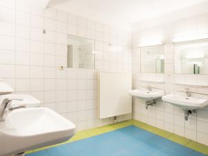 Communal washing rooms at the ÖJAB-Haus Niederösterreich 2.