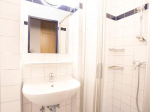 Badezimmer im ÖJAB-Haus Salzburg.