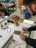 Foto 2: Ein MANA-Teilnehmer in der Elektrotechnischen Werkstätte der HTL Mödling.