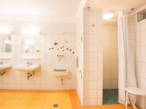 Communal washing rooms at the ÖJAB-Haus Niederöstereich 2.