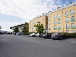 Kfz-Parkplätze vor dem ÖJAB-Haus Eisenstadt.