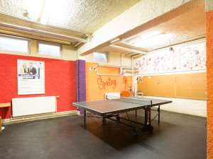 Gemeinschaftsraum mit Tischtennistisch im ÖJAB-Haus Liesing.