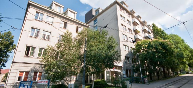 Außenaufnahme des ÖJAB-Hauses Neumargareten in welchem sich der Stützpunkt der ÖJAB-Hauskrankenpflege befindet.