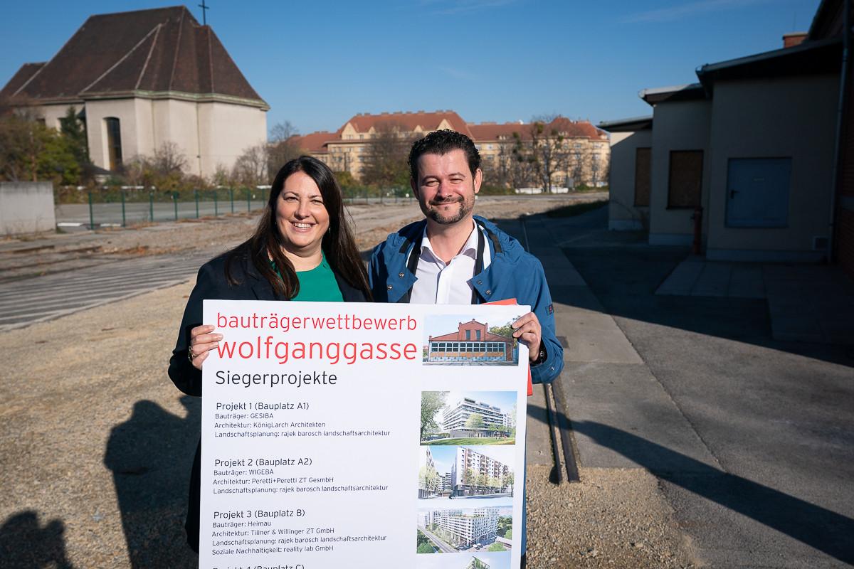 Stadträtin Kathrin Gaal und Wohnfonds-Wien-Geschäftsführer Gregor Puscher präsentieren die Siegerprojekte. Foto: PID/Bohmann.