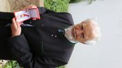 ÖJAB-Ehrenpräsident Eduard Schüssler mit dem Goldenen Ehrenzeichen für Verdienste um die Republik Österreich.